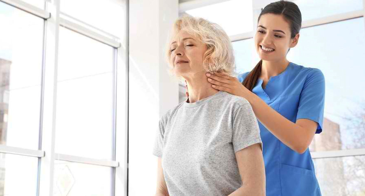 lady therapist massaging the old woman
